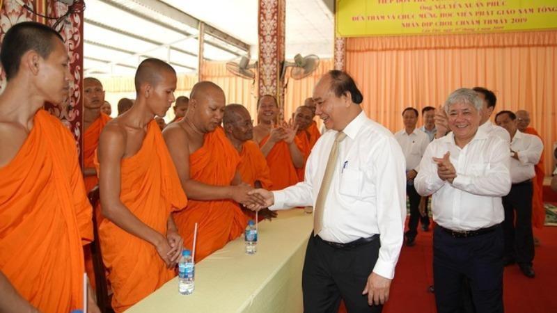 Thủ tướng đề cập đến cách ly xã hội trong thư chúc Tết Chôl Chnăm Thmây