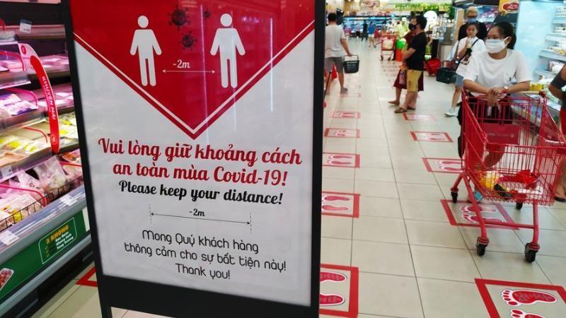 Đảm bảo giãn cách trong các siêu thị, trung tâm mua sắm. (Ảnh minh họa)
