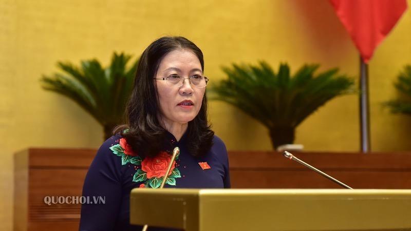 Chủ nhiệm Ủy ban Tư pháp Lê Thị Nga báo cáo về dự án Luật Hòa giải, đối thoại tại Tòa án.