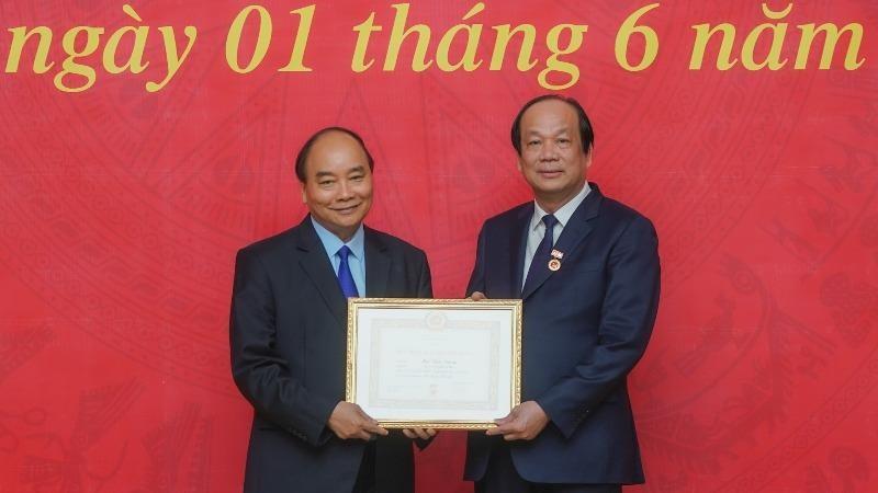 Bộ trưởng, Chủ nhiệm Văn phòng Chính phủ nhận Huy hiệu 40 năm tuổi Đảng