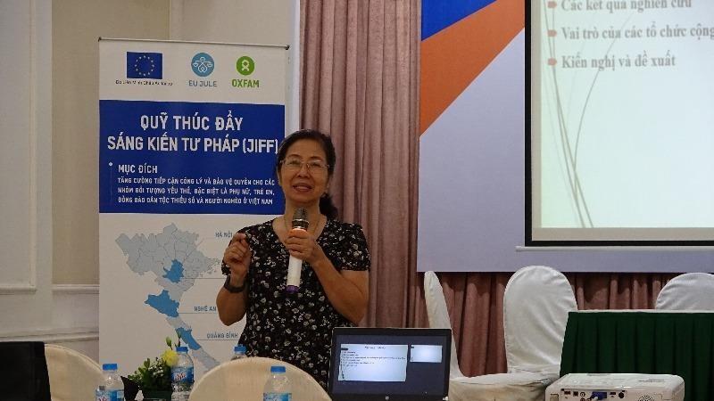 Chủ tịch Hội Bảo trợ tư pháp cho người nghèo Việt Nam Tạ Thị Minh Lý trình bày kết quả nghiên cứu.