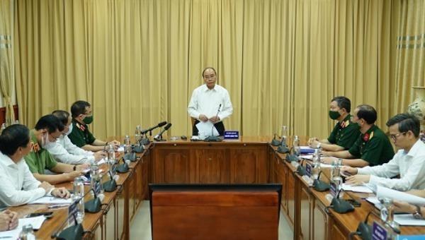 Thủ tướng Nguyễn Xuân Phúc tại buổi làm việc với Ban Quản lý Lăng.