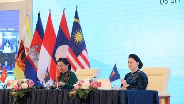 Phiên họp trực tuyến toàn thể thứ nhất doChủ tịch Quốc hội Nguyễn Thị Kim Ngân điều hành.