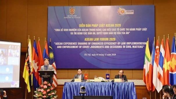 Toàn cảnh Diễn đàn Pháp luật ASEAN đầu cầu Việt Nam.