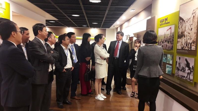 Lãnh đạo trẻ của EVNNPC đi thực tế tại Tập đoàn Huyndai