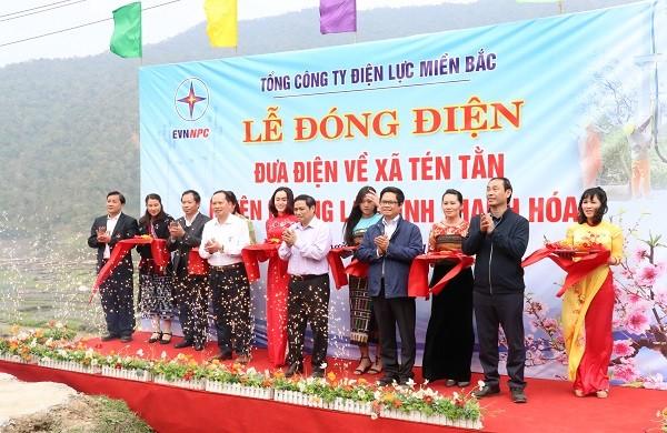 Ông Phạm Minh Chính - Ủy viên Bộ Chính trị, Trưởng Ban Tổ chức Trung ương Đảng cùng các đại biểu cắt băng khánh thành công trình