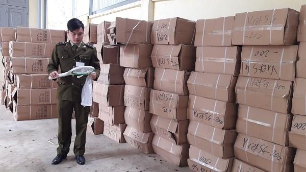 Lạng Sơn: Tạm giữ lô hàng lớn không có nhãn phụ tiếng Việt