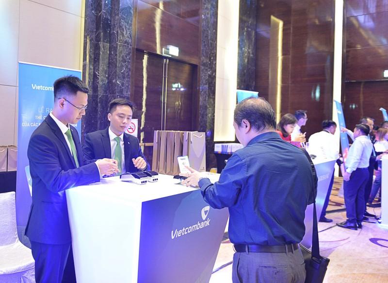 Vietcombank là 1 trong 7 ngân hàng đầu tiên hoàn thiện triển khai chuẩn chip không tiếp xúc