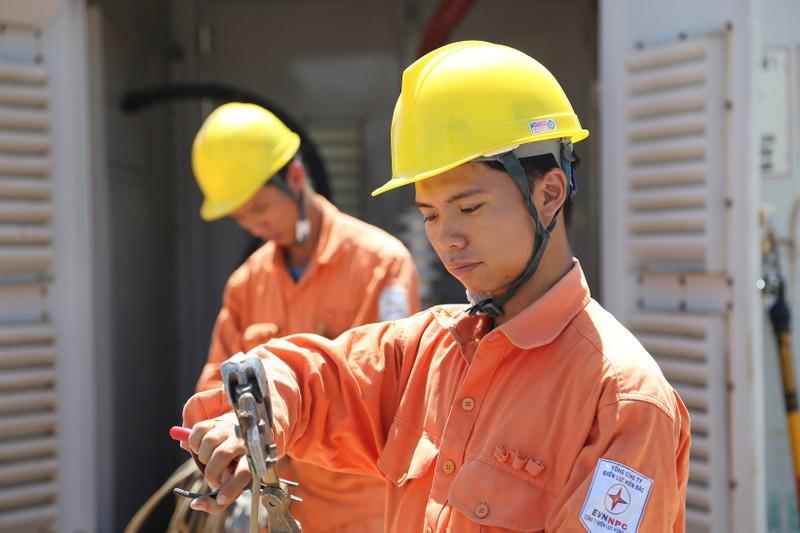 Thủ tục cấp điện mới cho khách hàng liên tục được EVNNPC cải thiện