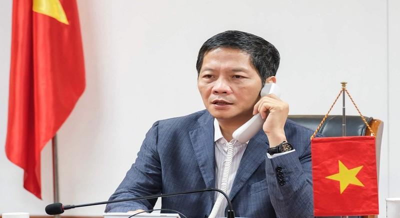 Khôi phục thời gian thông quan hàng hóa biên giới Việt -Trung sau cuộc điện đàm của Bộ trưởng Công Thương
