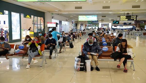 """Sân bay Nội Bài """"hậu giãn cách"""" ra sao?"""