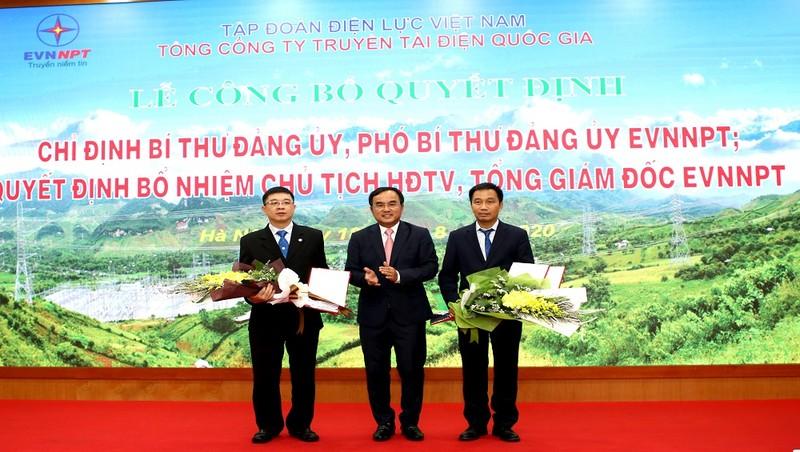 Chủ tịch HĐTV EVN trao quyết định bổ nhiệm 2 vị trí lãnh đạo cao nhất của EVNNPT