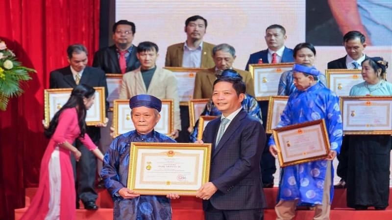 77 nghệ nhân được tôn vinh trong buổi trao tặng, truy tặng danh hiệu Nghệ nhân Nhân dân, nghệ nhân Ưu tú.