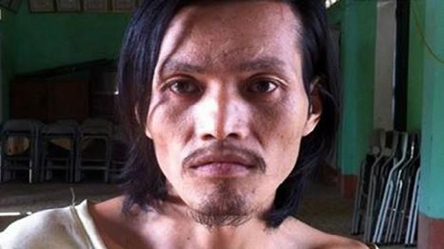 Nghịch tử Triệu Văn Cử dùng cuốc giết hại bố đẻ.