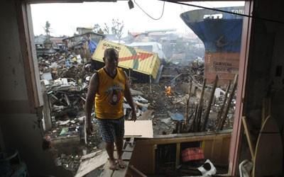 Cả ngàn thi thể nạn nhân bão Haiyan vẫn chưa được chôn?