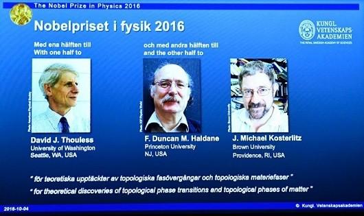 Các nhà khoa học giành Nobel vật lý. Ảnh: AFP