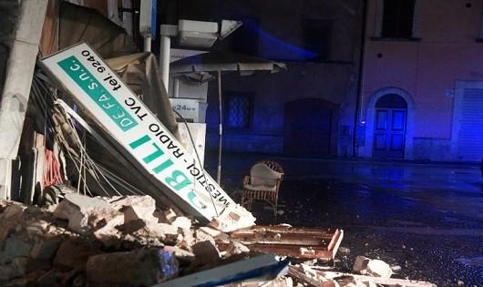 Một ngôi nhà bị sập do động đất. Ảnh: AFP