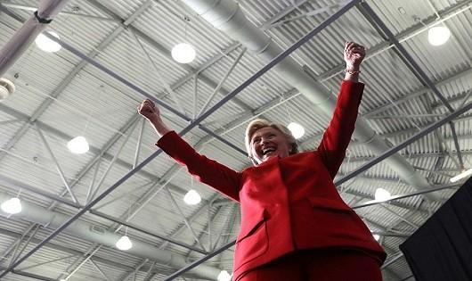 Bà Clinton chuẩn bị sẵn pháo hoa ăn mừng đắc cử?