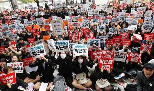 Hàn Quốc biểu tình lớn nhất trong nhiều năm đòi Tổng thống từ chức