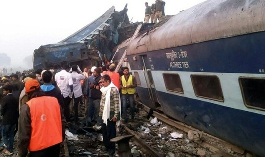 Tàu cao tốc trật bánh ở Ấn Độ, hơn 100 người thiệt mạng