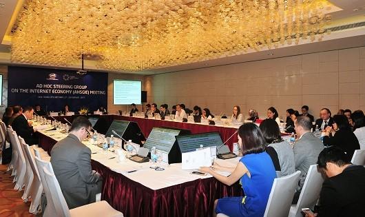 Các đại biểu dự phiên họp.