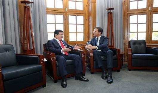 Phó Thủ tướng Trịnh Đình Dũng và Thủ tướng Hà Lan tại hội kiến.