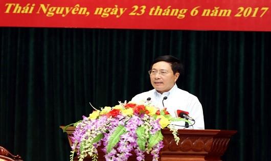 Phó Thủ tướng Phạm Bình Minh tại buổi tiếp xúc cử tri.