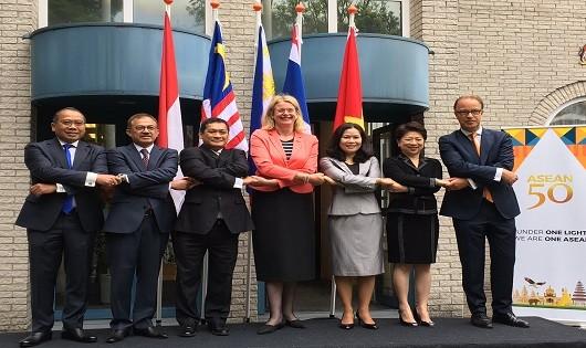 Kỷ niệm thành lập ASEAN và thượng cờ ASEAN tại Hà Lan