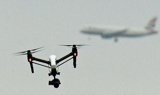 Máy bay không người lái của Iran áp sát tàu sân bay Mỹ