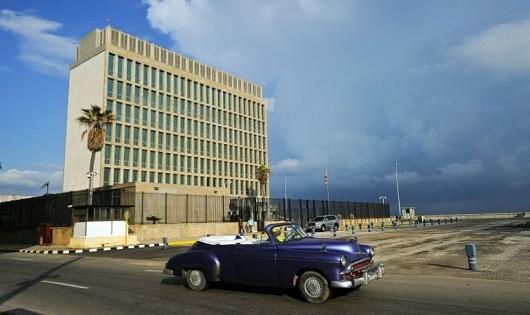 """Nhân viên bị """"tấn công"""" bí ẩn, Mỹ cân nhắc lại đóng cửa ĐSQ tại Cuba"""