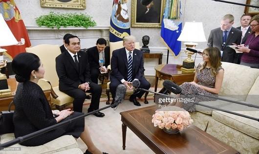 Tổng thống Mỹ và Thủ tướng Thái Lan tại cuộc họp báo chung sau hội đàm.