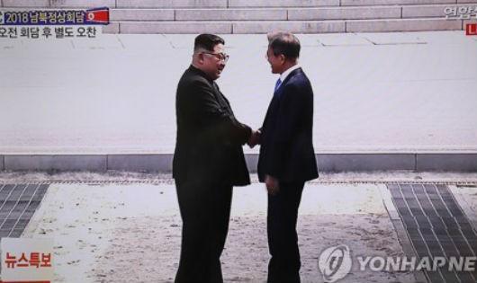 Nhà lãnh đạo Triều Tiên Kim Jong-un và Tổng thống Hàn Quốc Moon Jae-in.