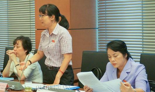 ĐB Thúy tại một phiên họp tổ