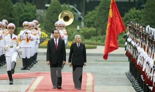 Chủ tịch nước Trần Đại Quang chủ trì lễ đón chính thức Nhà vua Nhật Bản Akihito thăm Việt Nam hồi tháng 3/2017. (Ảnh: TTXVN)