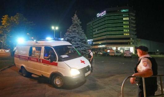 Xe cứu thương đã được huy động tới Khách sạn Topos Congress ở Rostov-on-Don trong quá trình sơ tán.