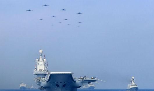 Tàu chiến và máy bay của Trung Quốc ở Biển Đông.