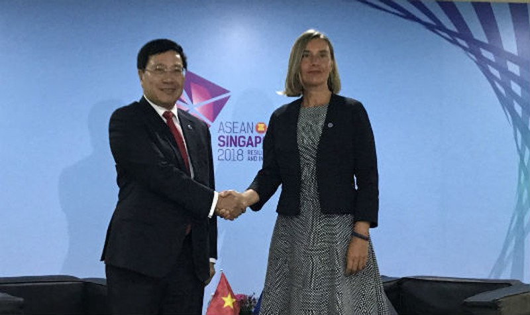 Phó Thủ tướng, Bộ trưởng Ngoại giao Phạm Bình Minh gặp Đại diện cấp cao phụ trách đối ngoại và an ninh của EU Federica Mogherini.