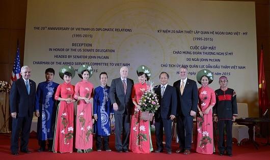 TNS John McCain tại lễ kỷ niệm 20 năm thiết lập quan hệ ngoại giao Việt - Mỹ. Ảnh: ĐSQ Mỹ tại Việt Nam