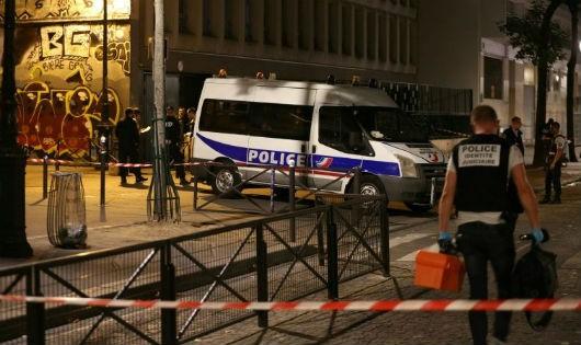 Cảnh sát Pháp tại hiện trường vụ việc.