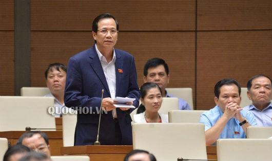 Bộ trưởng Bộ Lao động, thương binh và xã hội Đào Ngọc Dung trả lời chất vấn.