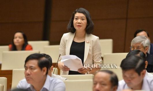 ĐB Mai Thị Phương Hoa (đoàn Nam Định) phát biểu ý kiến tại phiên họp.