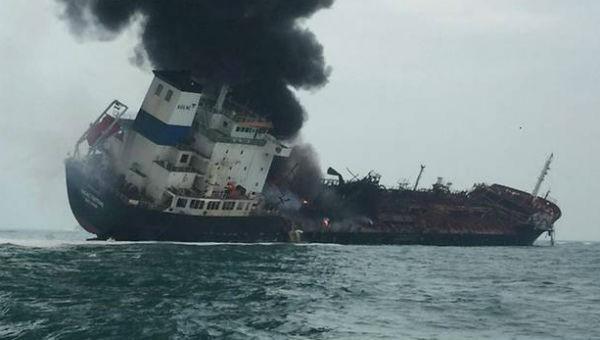 Tàu chở dầu mang cờ Việt Nam bốc cháy trên biển Hong Kong, ít nhất 1 người thiệt mạng