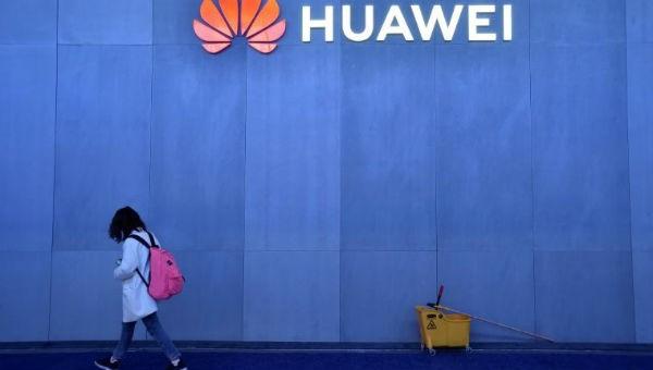 """Nhân viên bị bắt ở Ba Lan, Huawei vội vã """"phủi tay""""?"""