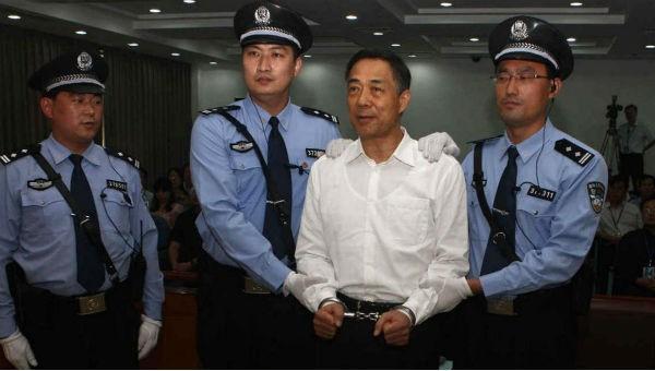 """Những """"hổ lớn"""" từng """"hô mưa gọi gió"""" ở Trung Quốc làm gì khi vào tù?"""