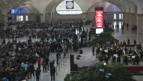 Nhà ga Harbin bắt đầu tấp nập người.