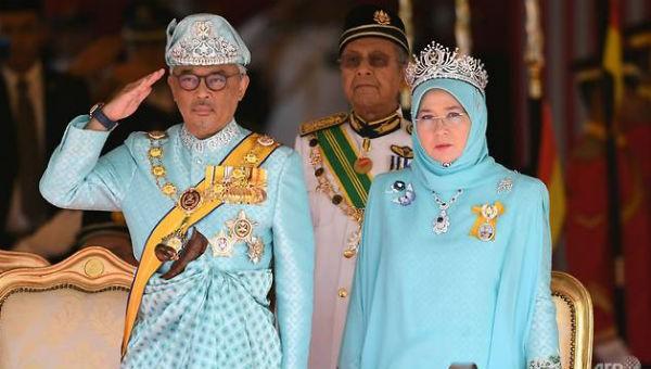 Tân Vương Malaysia và Hoàng hậu tại lễ đăng quang ngày 31/1.
