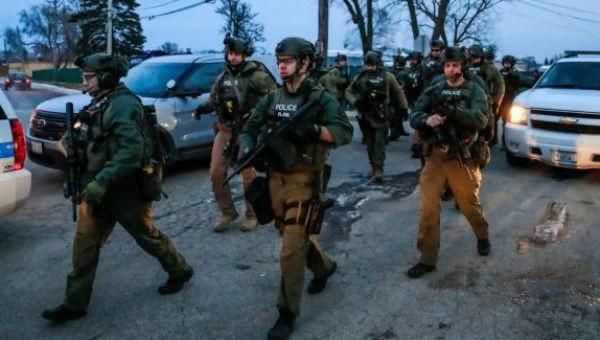 Bắn chết 5 đồng nghiệp, bị thương 5 cảnh sát vì bị đuổi việc