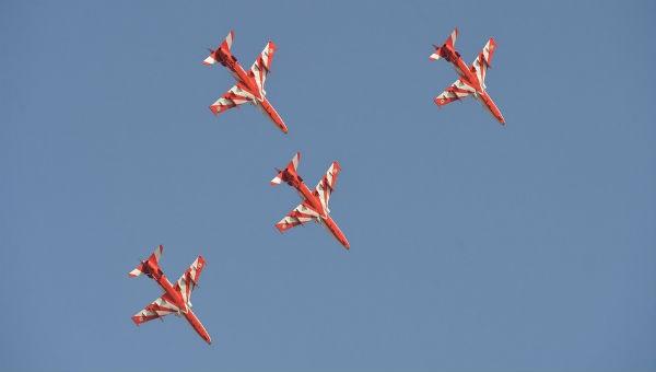 Hai máy bay phản lực đâm nhau khi luyện tập trình diễn trên không