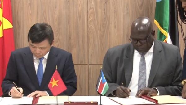 """Hai Đại sứ ký """"Thông cáo chung thiết lập quan hệ ngoại giao giữa Cộng hòa xã hội chủ nghĩa Việt Nam và Cộng hòa Nam Sudan"""""""