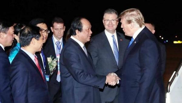 Tổng thống Mỹ tối nay đã đến Hà Nội.
